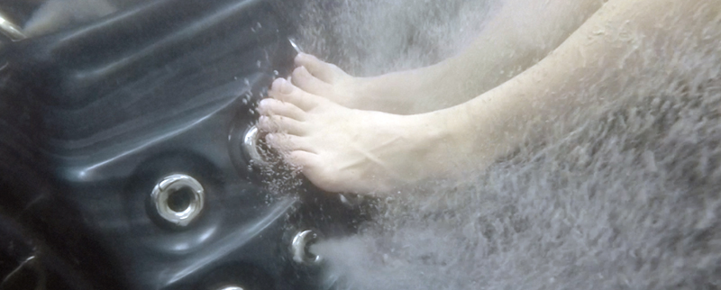 Foot Massage Underwater - Black Hot Tub