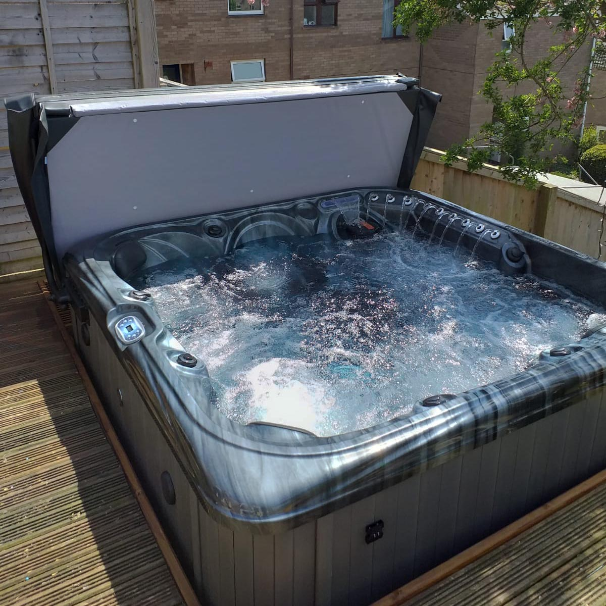 Santa Rosa Hot Tub – Blue Whale Spa | UK Owned Hot Tub Manufacturer