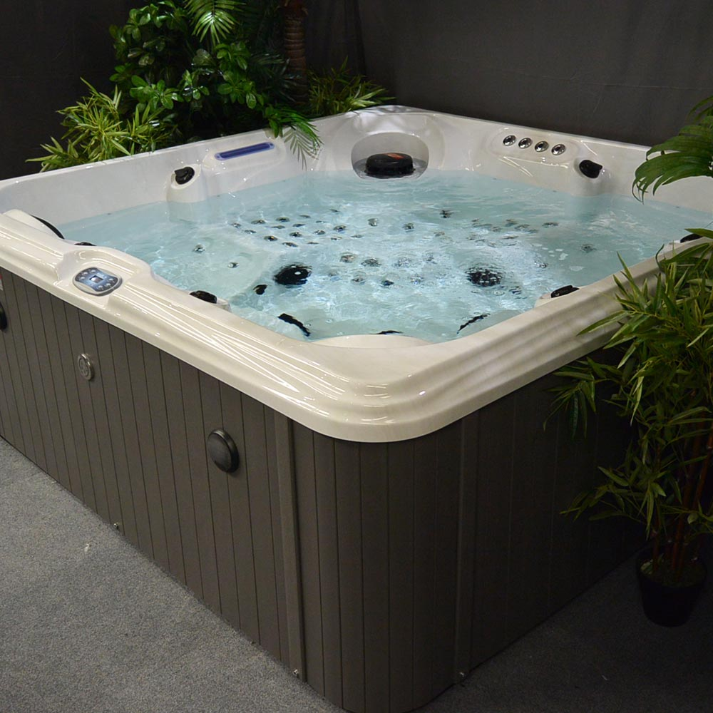 Huntington Beach Hot Tub Blue Whale Spa Uk Owned Hot Tub