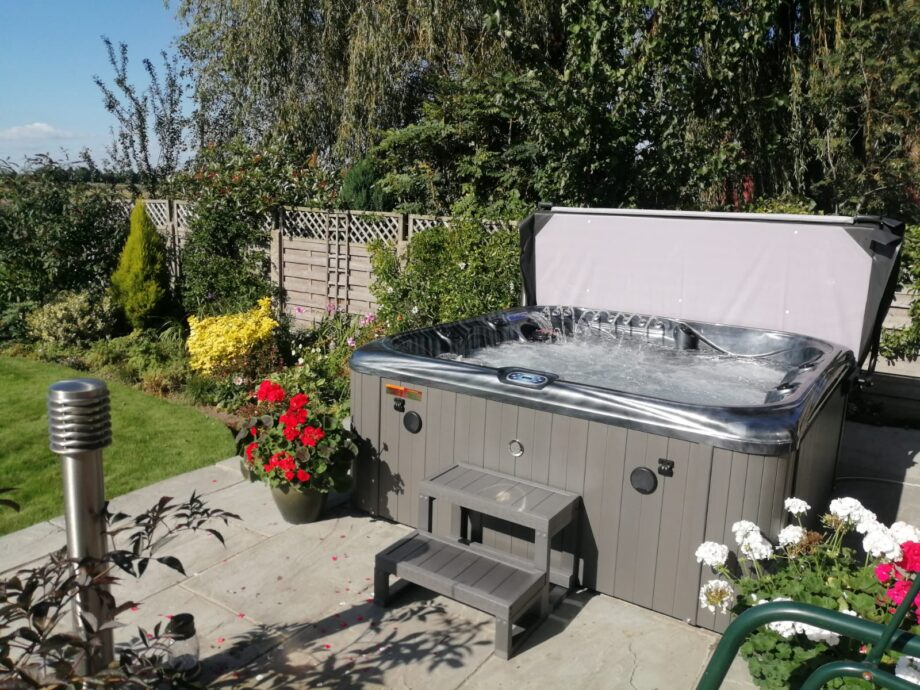 Crescent Bay Deluxe 3 Hot Tub Installation Picture